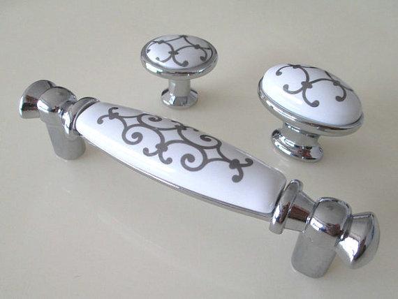 silver door knobs photo - 13