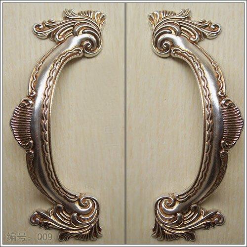 silver door knobs photo - 19