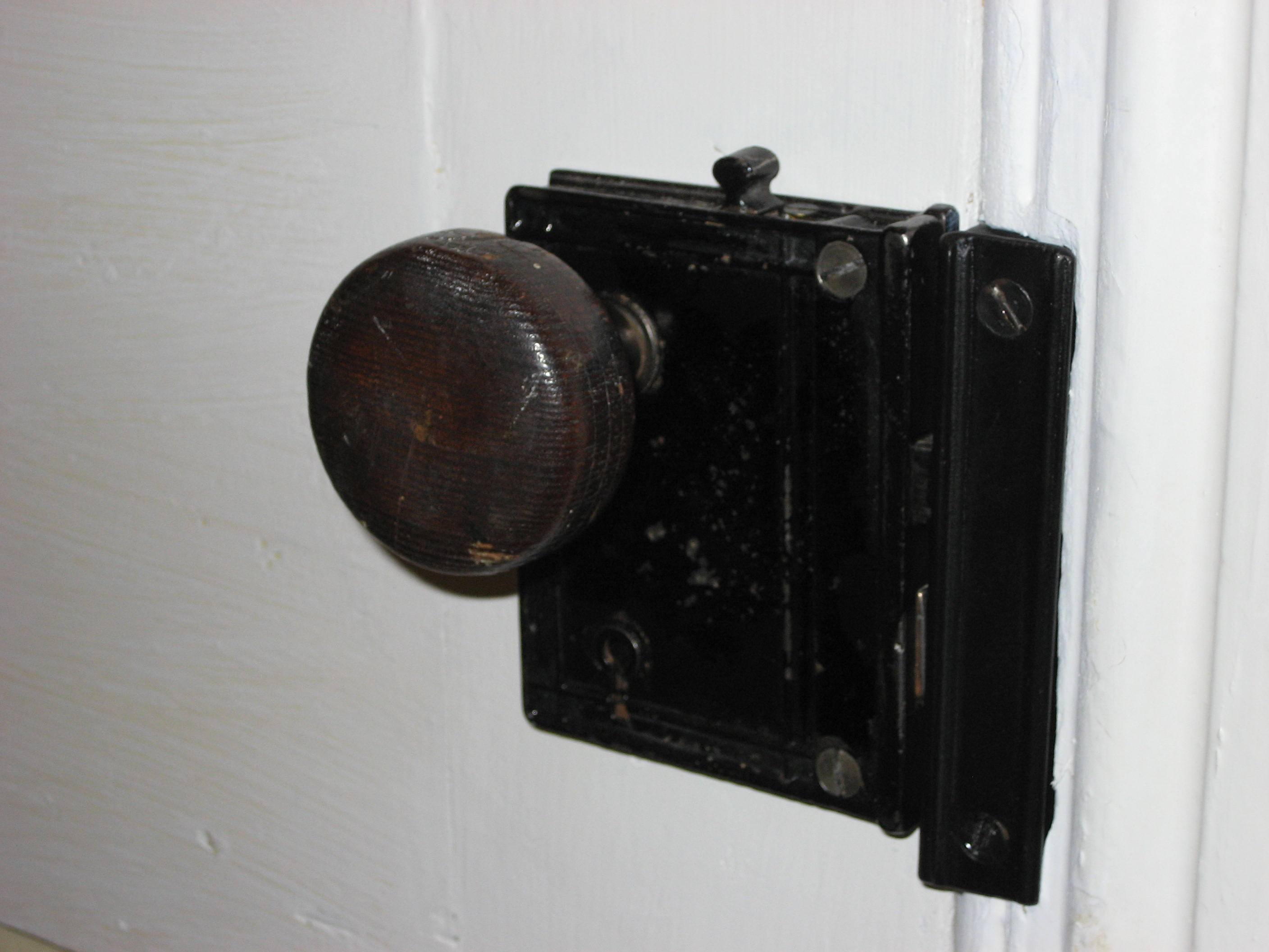skeleton key door knob photo - 15