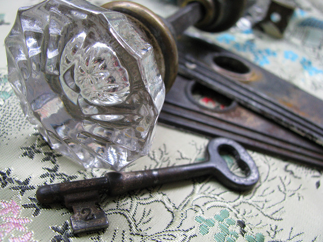 skeleton key door knob photo - 7