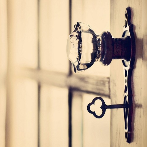 skeleton key door knob photo - 9