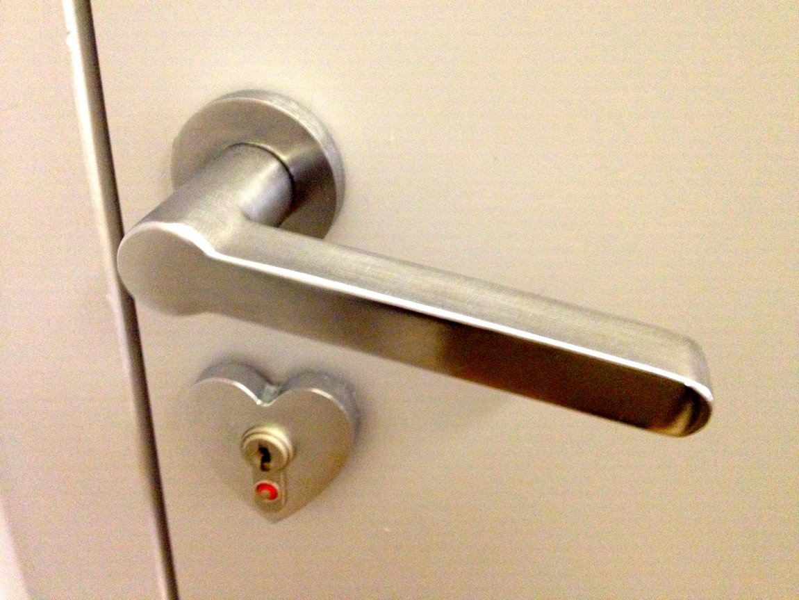 unlock door knob without key photo - 10