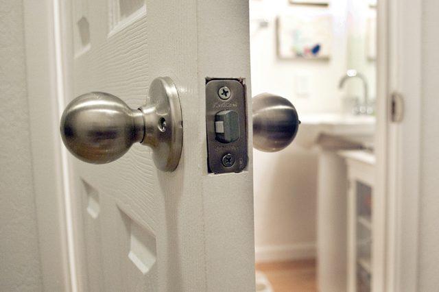 unlocking door knob with hole photo - 3