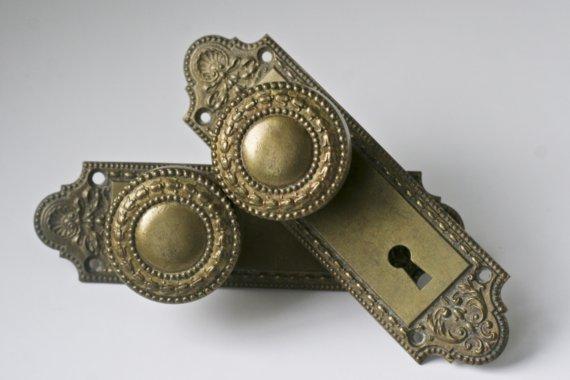 vintage door knobs and plates photo - 14