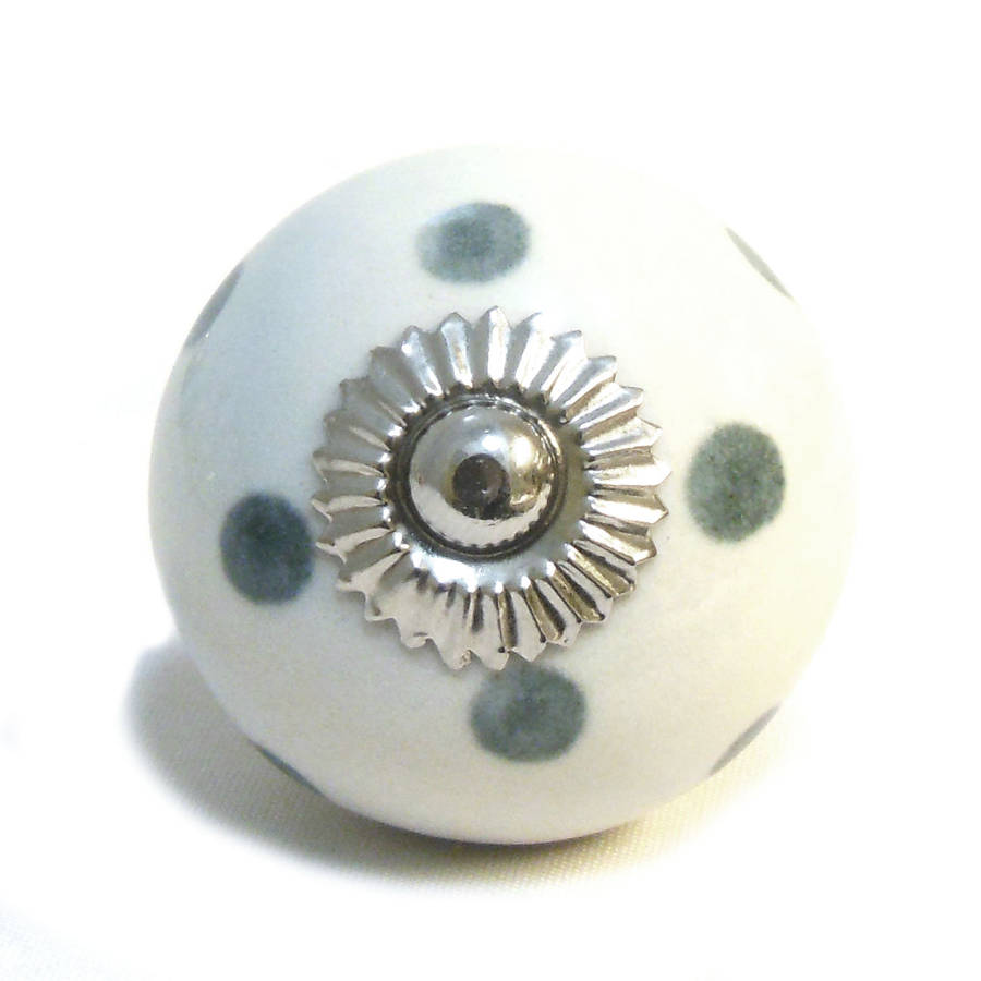 white ceramic door knobs photo - 6