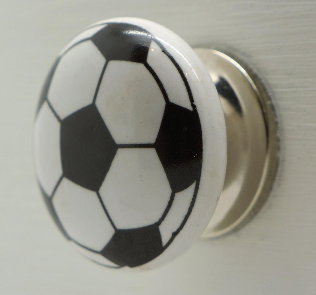 white door knobs photo - 15