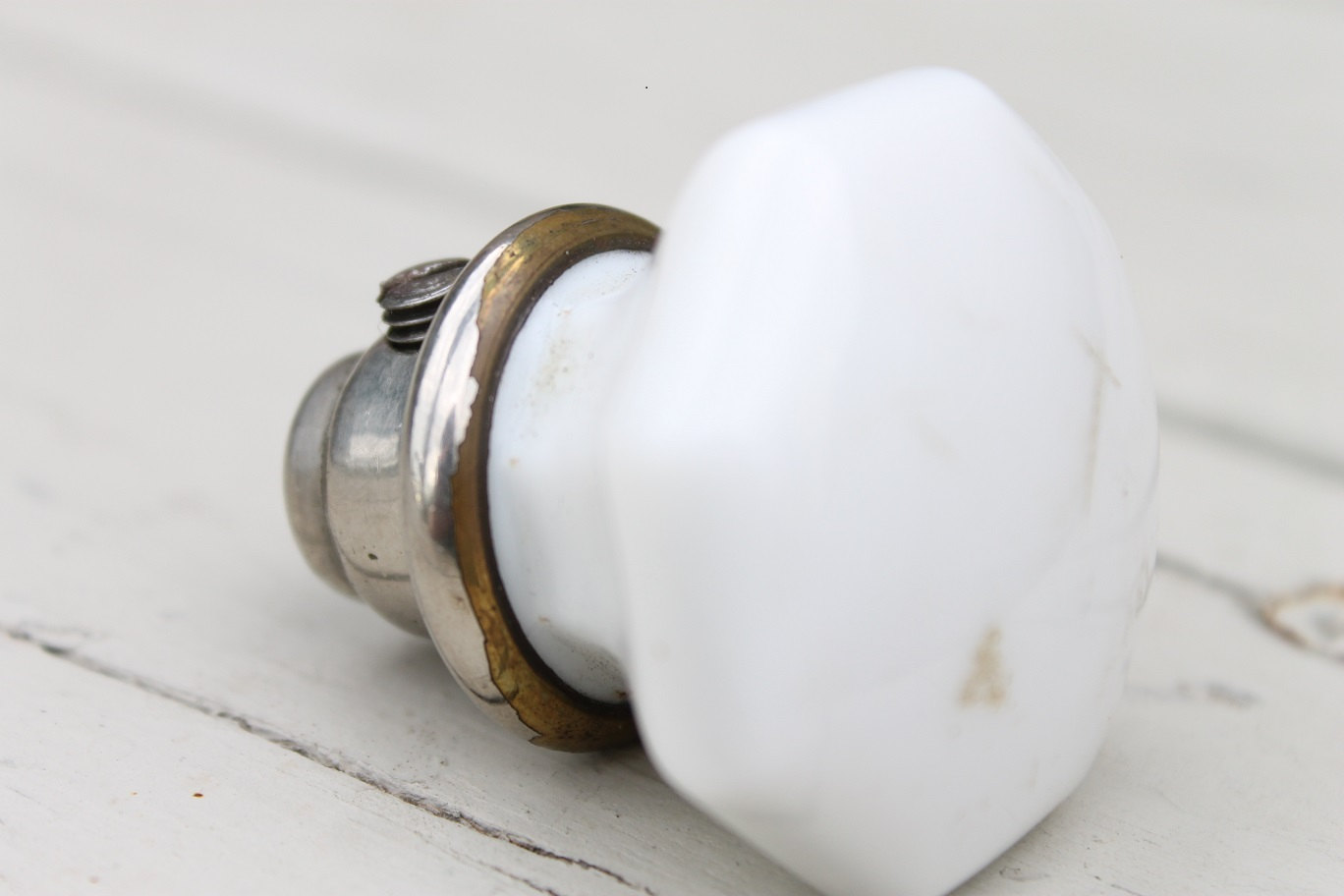 white porcelain door knobs photo - 11