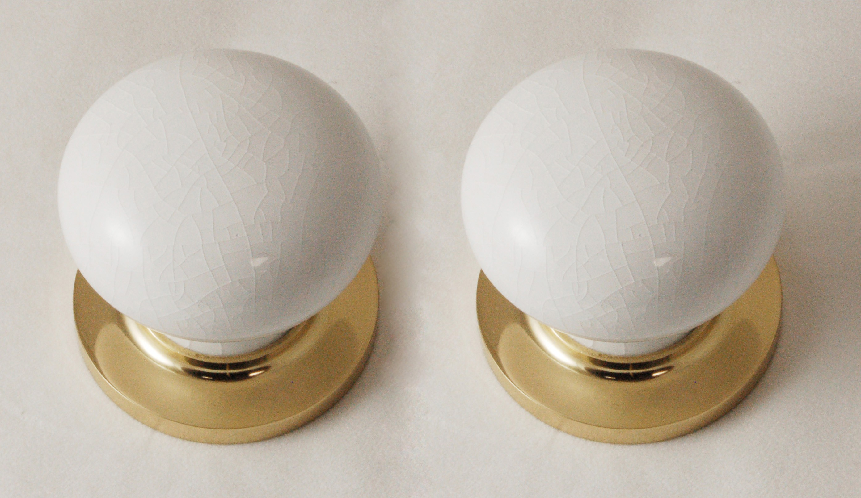 white porcelain door knobs photo - 16