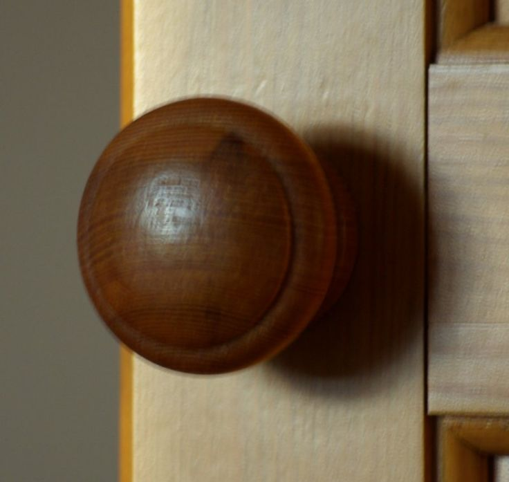 wooden door knob photo - 8