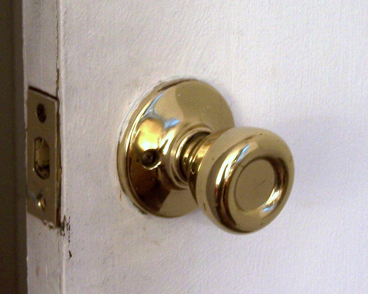 a door knob photo - 5