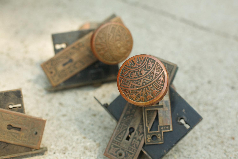 antique door knob plates photo - 10