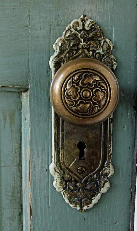 antique door knobs and locks photo - 3