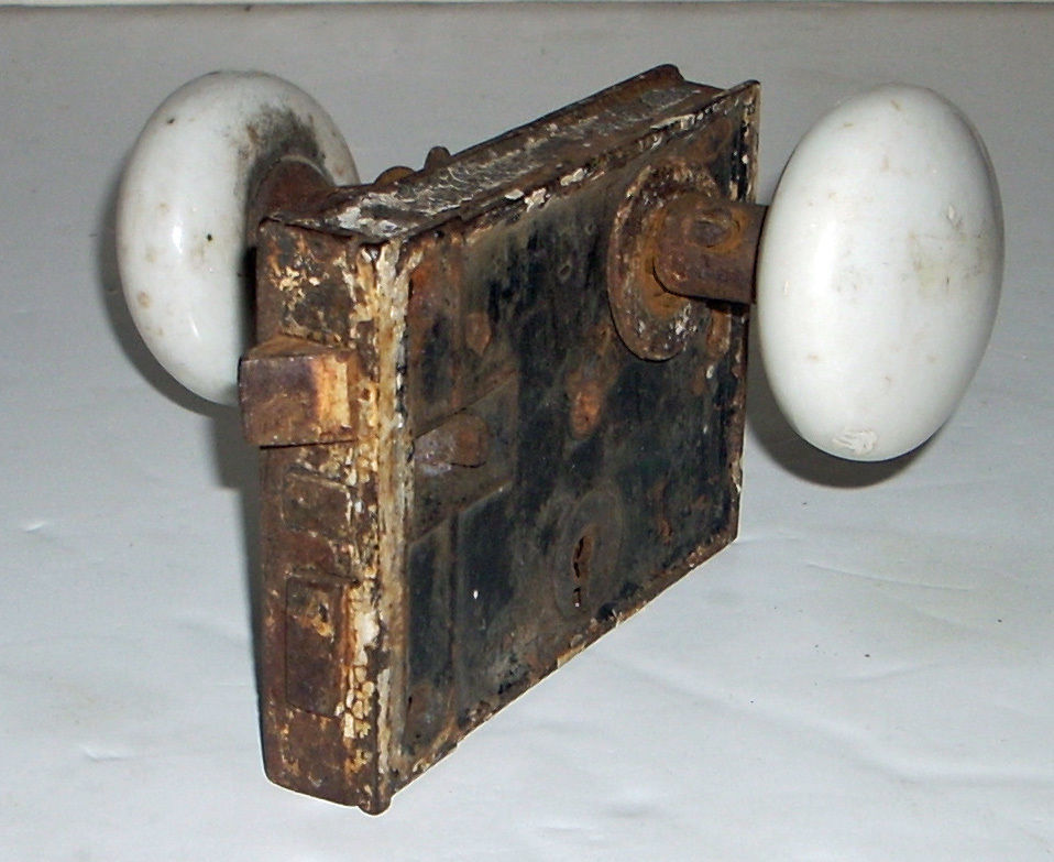 antique door knobs and locks photo - 5