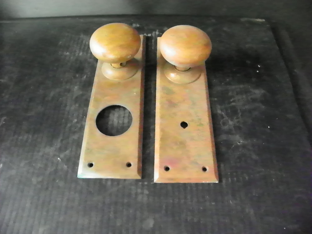 antique door knobs and plates photo - 14