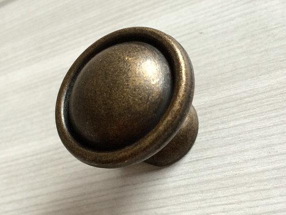 antique looking door knobs photo - 16