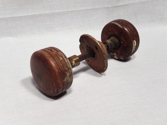 antique wooden door knobs photo - 10