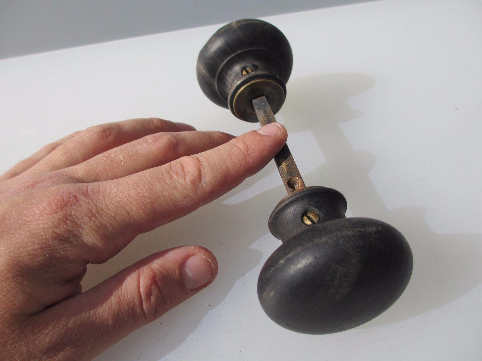 antique wooden door knobs photo - 17