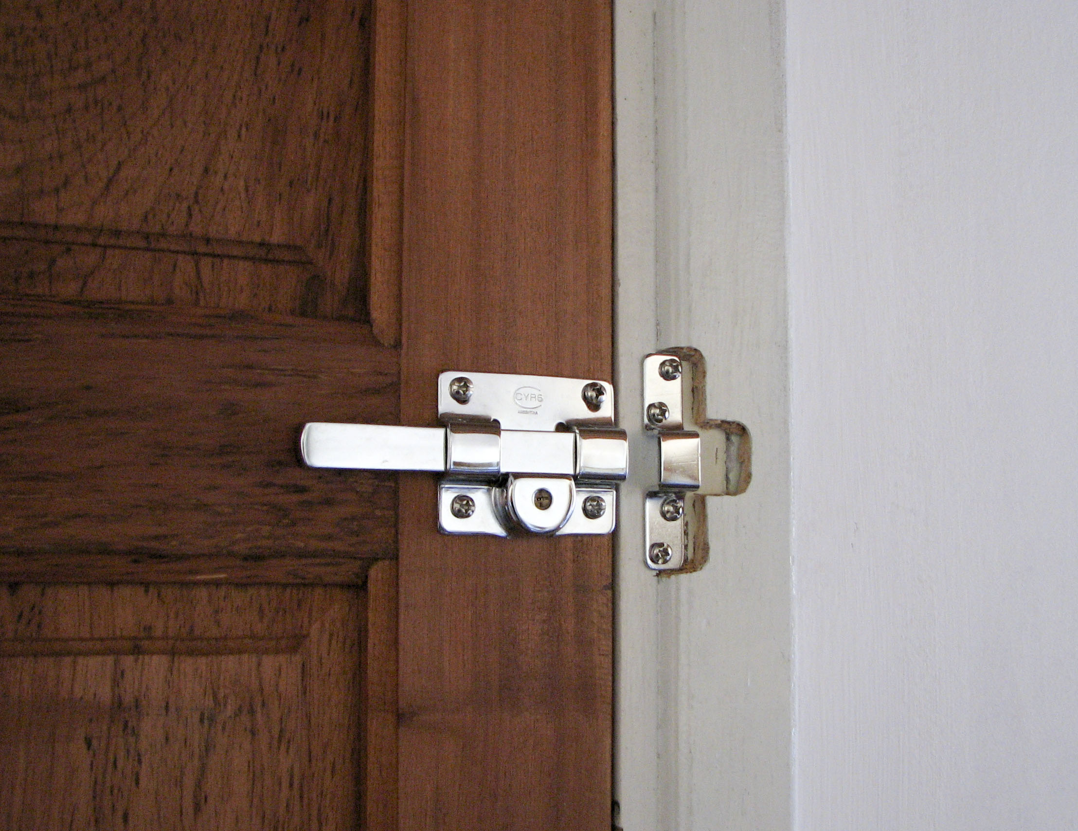 bedroom door knob with key lock photo - 19
