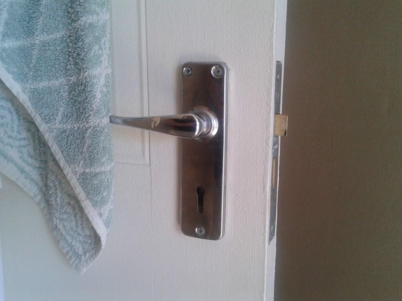 bedroom door knob with key lock photo - 4