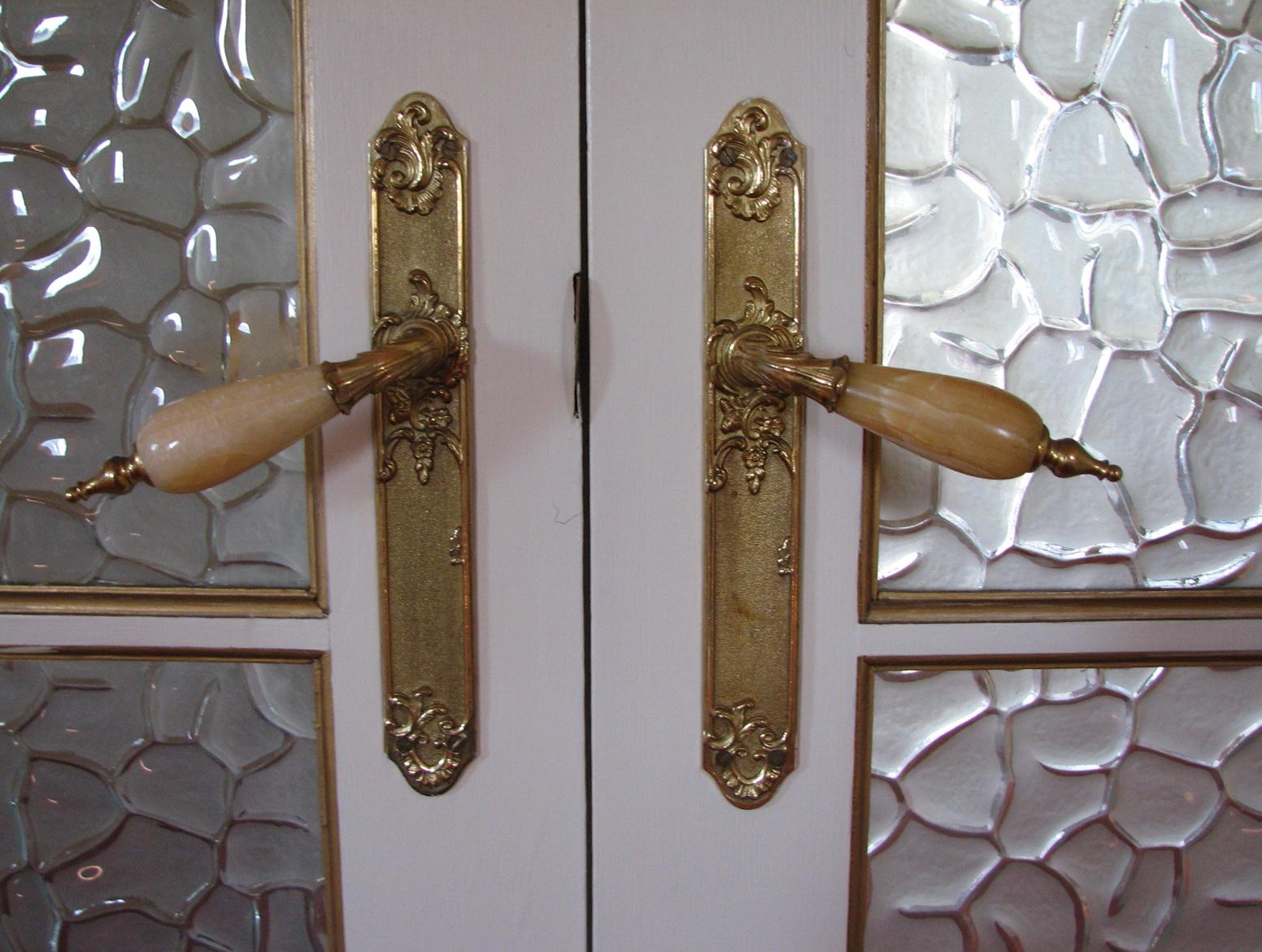 bifold door knob placement photo - 16