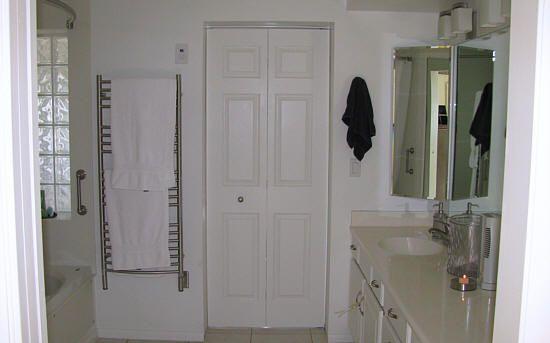 bifold door knob placement photo - 4