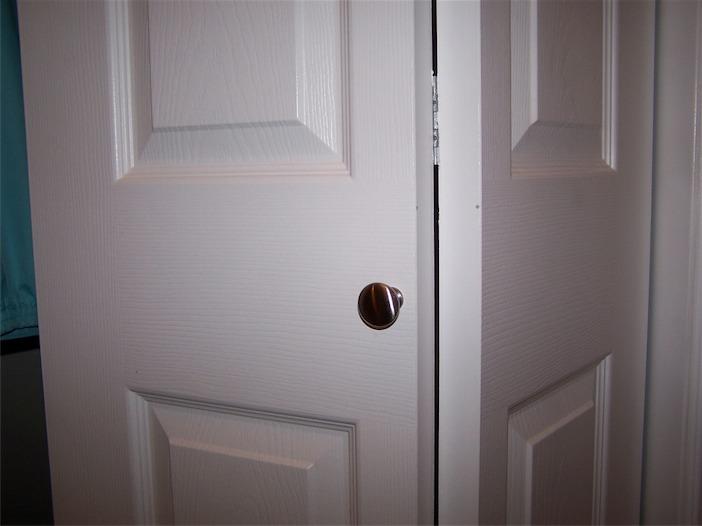 bifold door knob placement photo - 6
