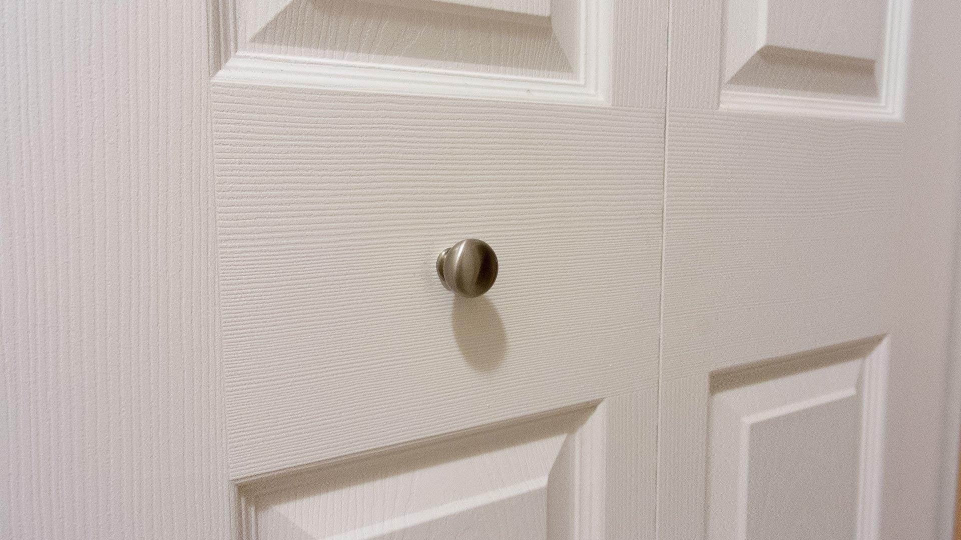 bifold door knob placement photo - 8