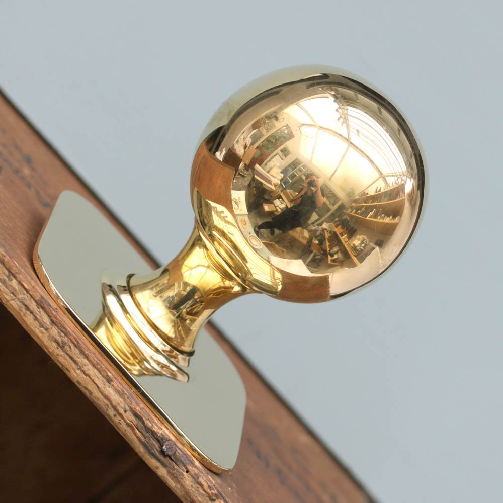 brass door knobs with backplate photo - 2