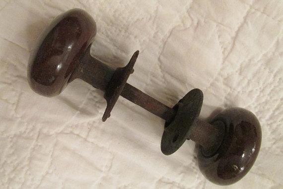 brown door knobs photo - 17