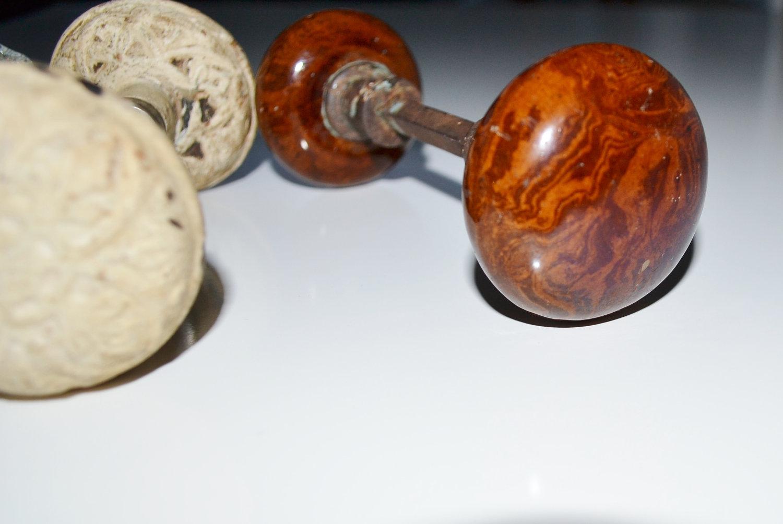 brown door knobs photo - 19