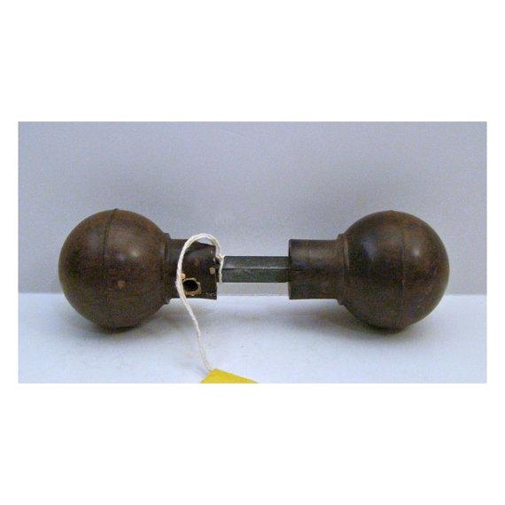 brown door knobs photo - 8