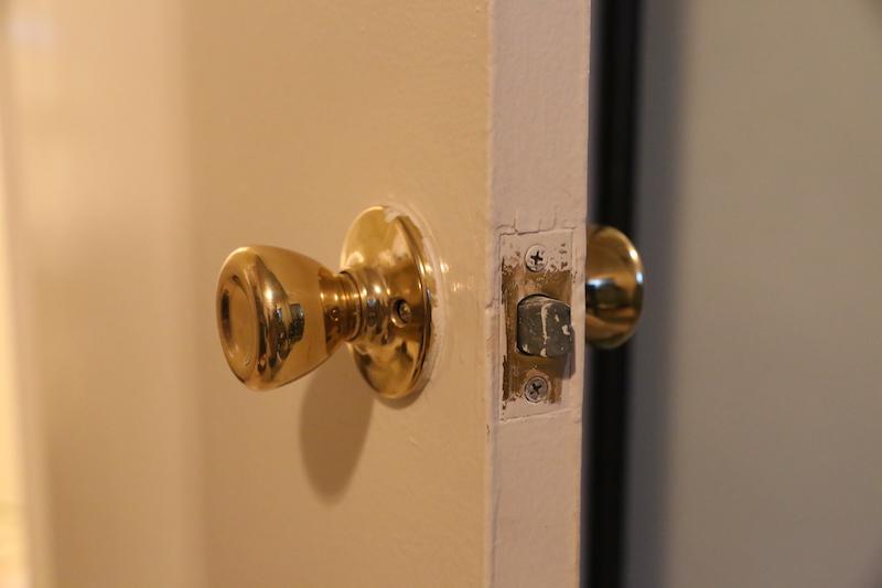 change door knob photo - 2