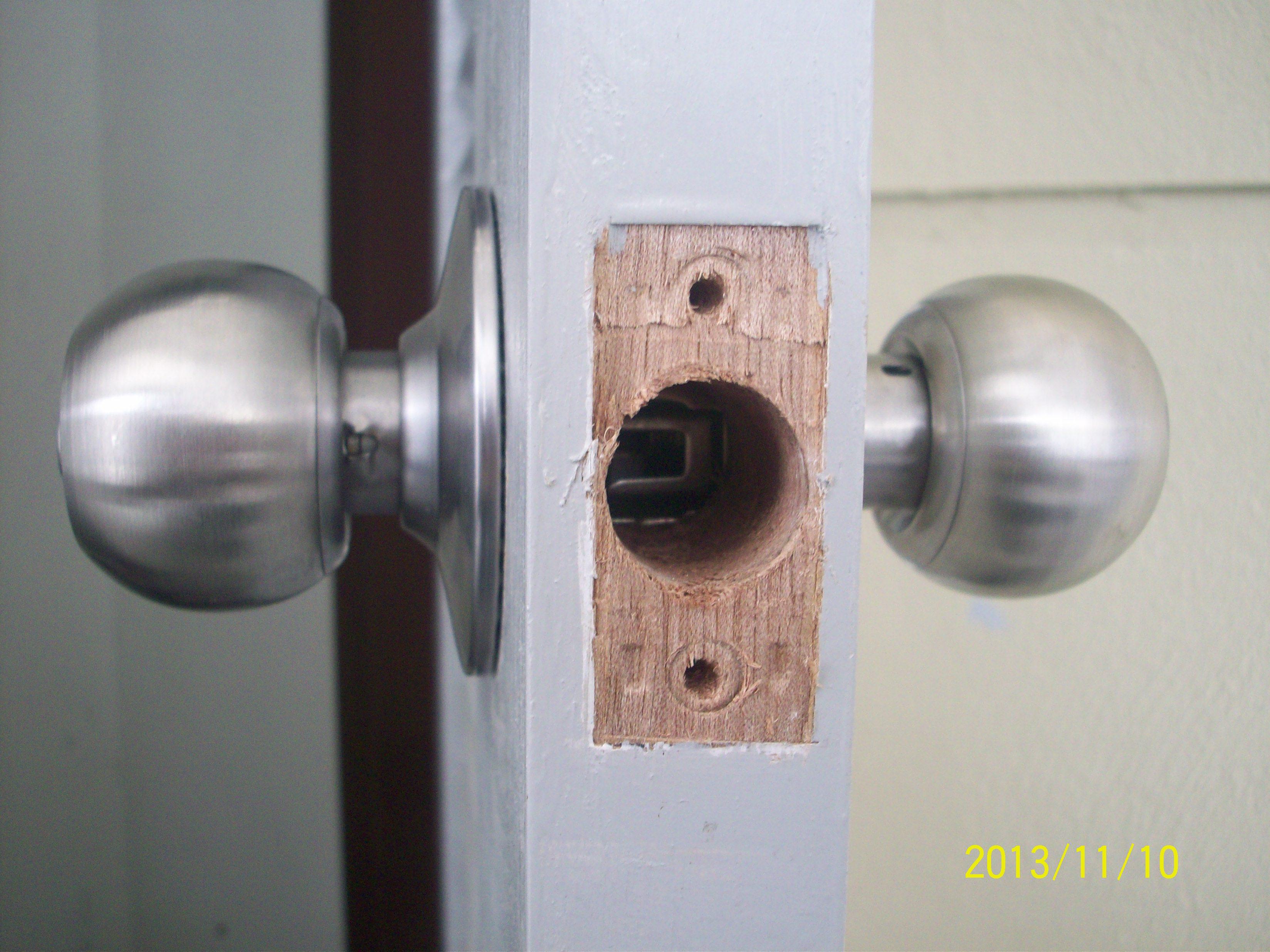 changing a door knob photo - 13