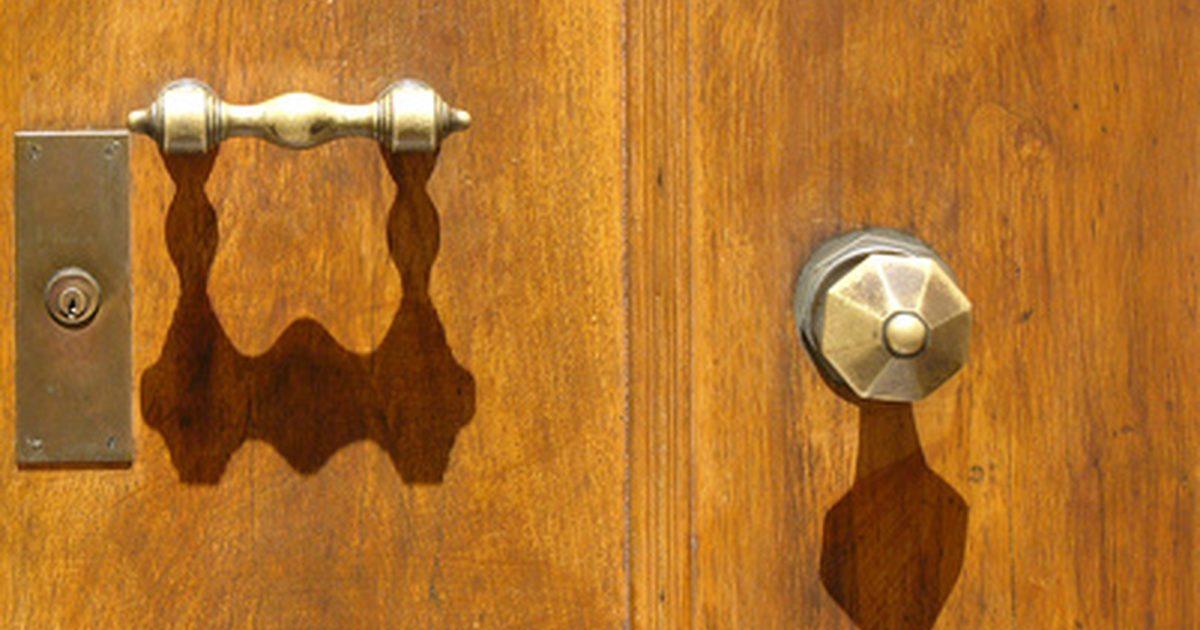 clean brass door knob photo - 10