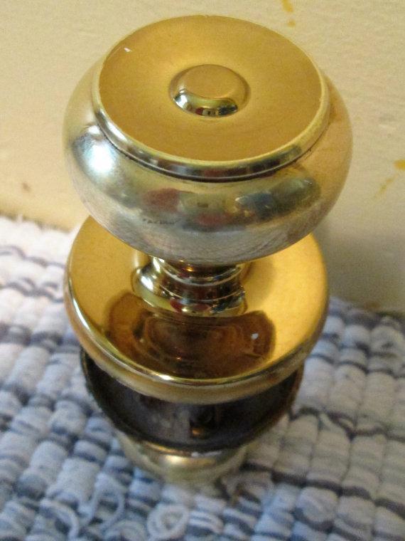 clean brass door knob photo - 16