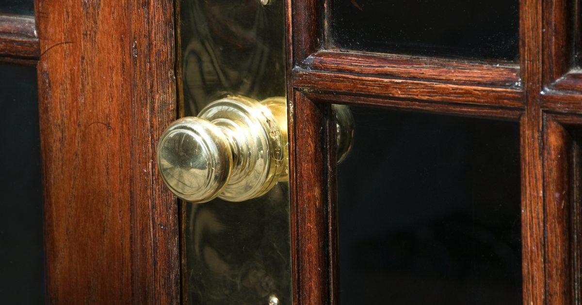 clean brass door knob photo - 17