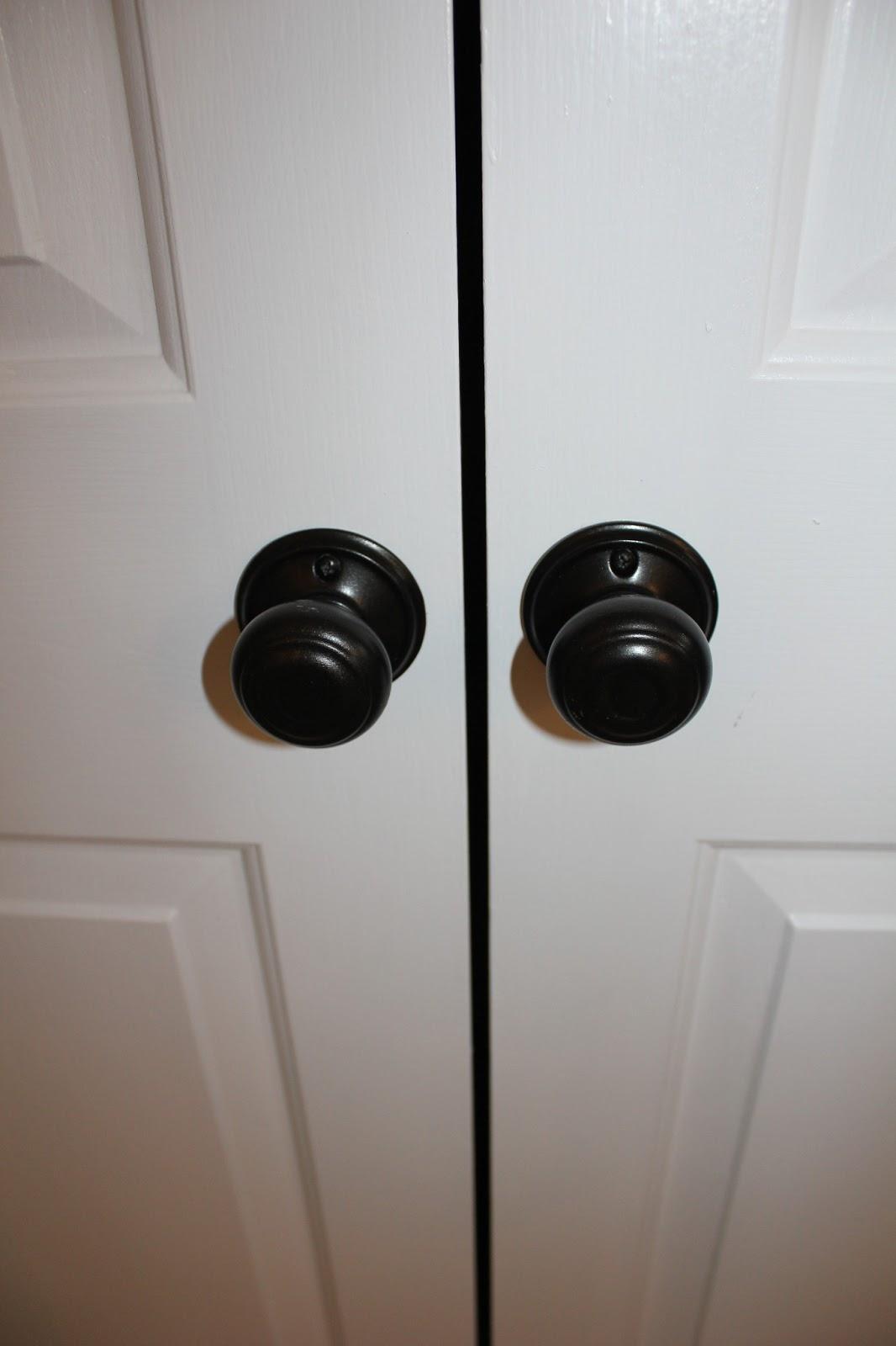 closet door knob photo - 3