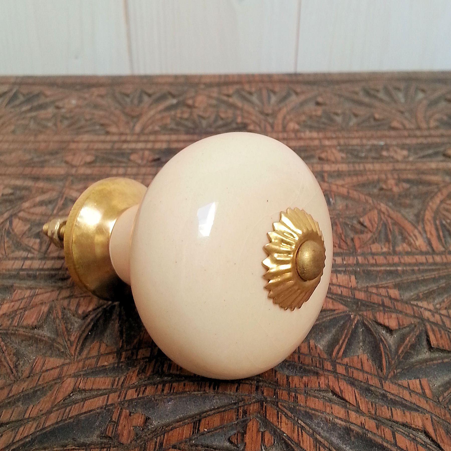 cream ceramic door knobs photo - 17
