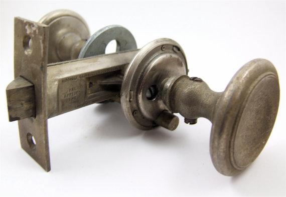 door knob assembly photo - 1