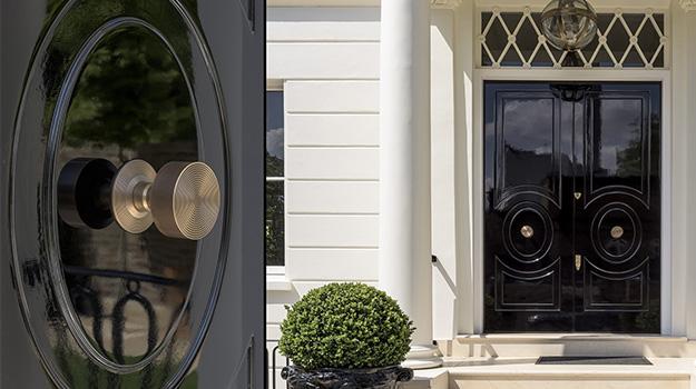 door knob in center of door photo - 3