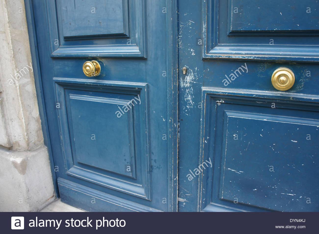 door knob in center of door photo - 4