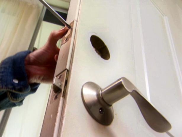 door knob install photo - 7