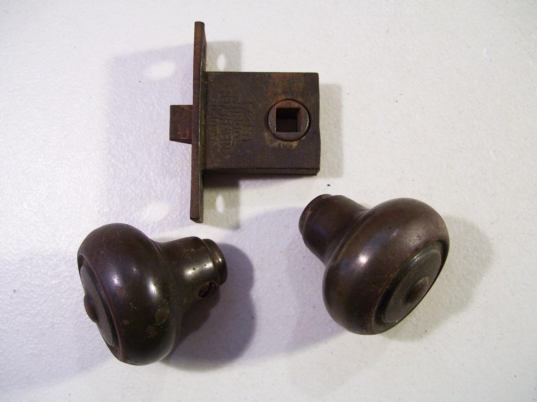 door knob latch assembly photo - 3