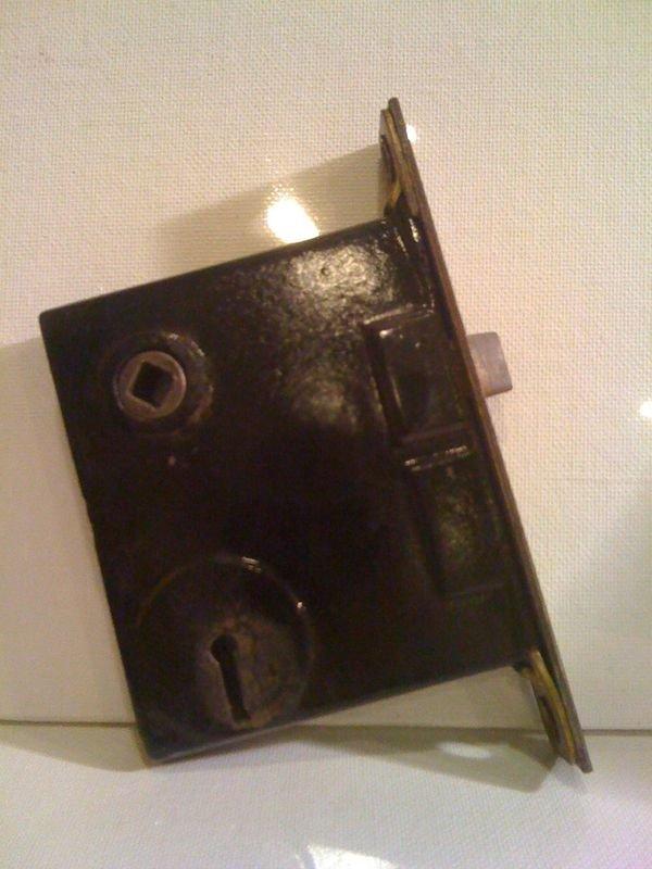 door knob lock mechanism photo - 11