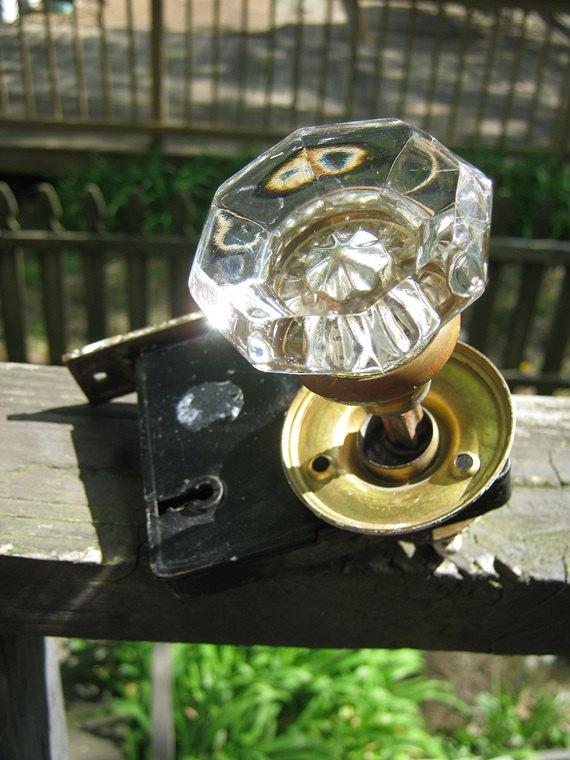 door knob lock mechanism photo - 2