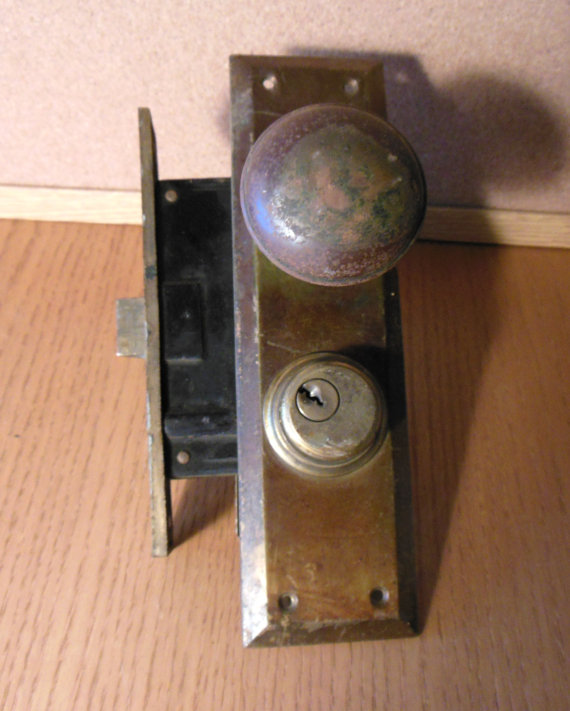 door knob lock mechanism photo - 8