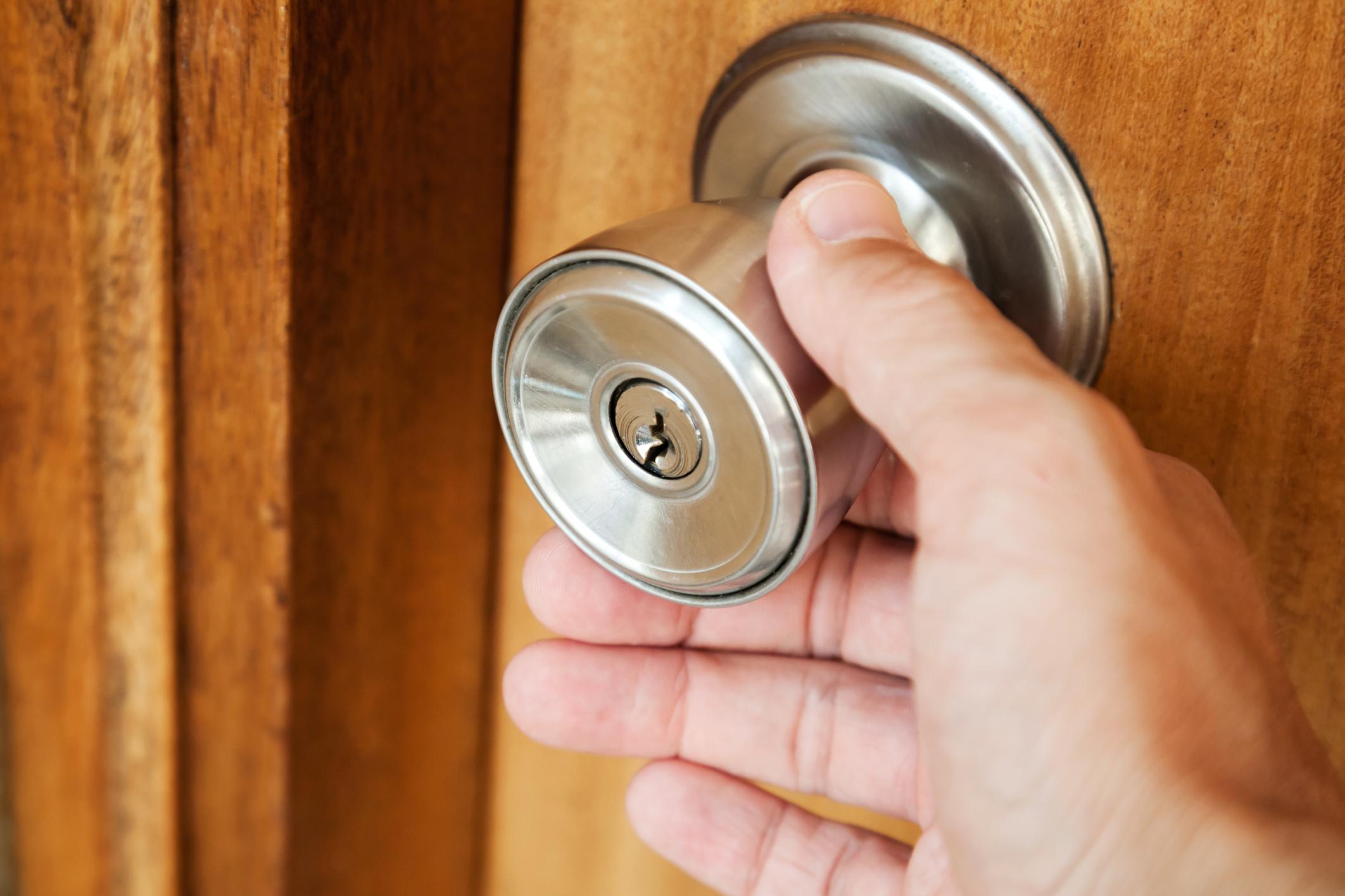 door knob lock stuck photo - 15