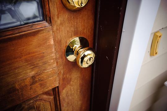 door knob lock stuck photo - 3