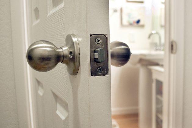 door knob locked from inside photo - 1