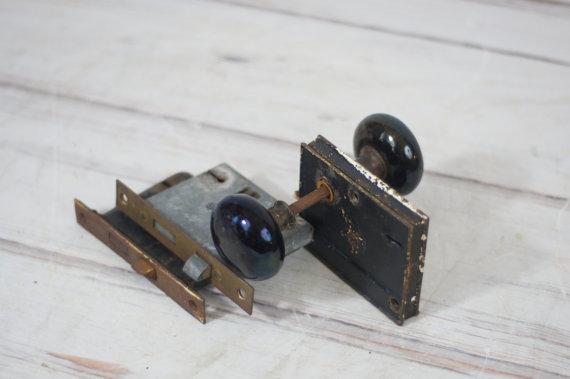 door knob mechanism photo - 6